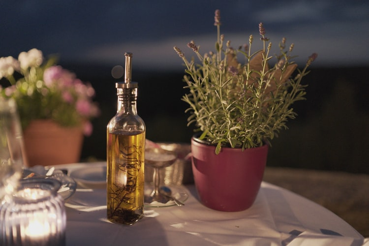 What is the Healthiest Oil to Use When Cooking: 12 Healthy Oils and 5 to Avoid