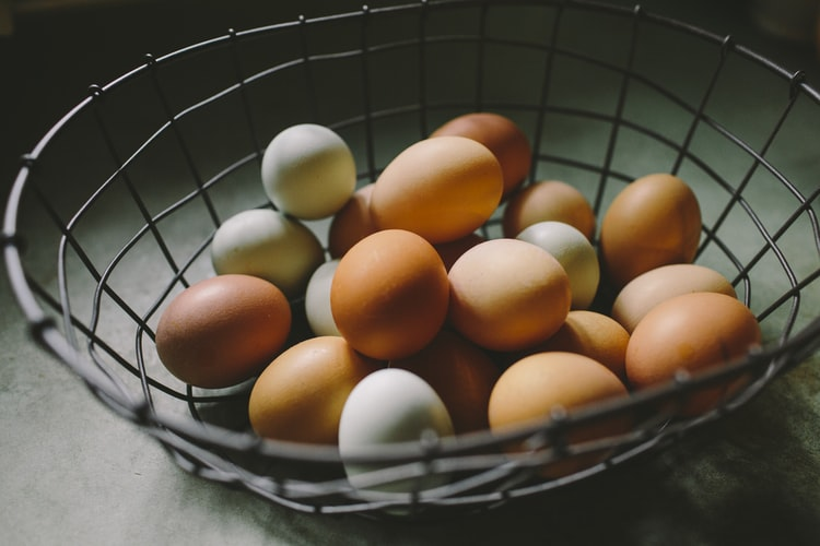 What is the Difference Between Brown Eggs and White Eggs? (Answered)